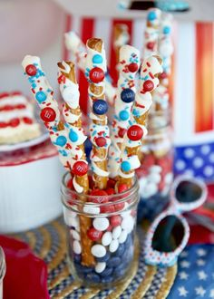pretzels - Patriotic of July party and red, white and blue party food ideas from Our Best Bites - super adorable and easy ideas! 4th Of July Desserts, Fourth Of July Food, 4th Of July Celebration, 4th Of July Party, July 4th, Patriotic Desserts, Holiday Treats, Holiday Parties, Holiday Fun