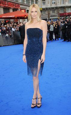 Charlize Theron en la premiere de Prometheus el 31 de mayo de 2012, en Londres, Inglaterra en un look de Christian Dior haute couture