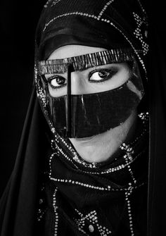 ON OMESH......TUMBLR..... Muslim Girls, Muslim Women, Muslim Beauty, Face Veil, Hijab Niqab, Arab Women, Arabian Nights, Saris, Traditional Dresses