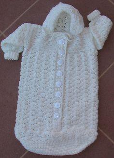 crochet baby bunting ile ilgili bağlantı, resim, video ve fotoğraflar.: Crochet Baby Bunting & Pattern Hi all, how are we? I felt the need to crow-bar even more crochet in… Crochet Baby Cocoon, Crochet Baby Clothes, Baby Blanket Crochet, Knit Crochet, Ravelry Crochet, Knitted Baby, Free Crochet, Bunting Pattern, Crochet Bunting