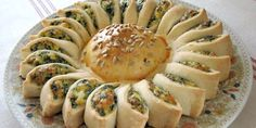 Sunny Spinach Pie When you're hosting a party, you want to surprise your guests with something out of the ordinary and extra special. This sunny spinach pie recipe will delight your guests and have them begging Think Food, Love Food, Sunny Spinach Pie Recipe, Great Recipes, Favorite Recipes, Yummy Recipes, Snacks Für Party, Appetizer Recipes, Appetizers