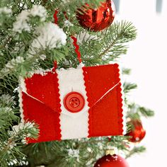 Rickrack transforms this festive red-and-white card holder into a pocketbook-like tree ornament. Hang it on a bough so it -- and its contents -- will stay clear of the floor-level frenzy on Christmas Eve. Christmas Gift Card Holders, Christmas Ornaments To Make, Homemade Christmas Gifts, Christmas Gift Wrapping, Simple Christmas, Christmas Holidays, Christmas Packages, Diy Ornaments, Christmas Morning