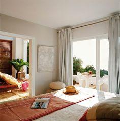 Esta impresionante casa con vistas almar Mediterráneofue diseñado porMalales Martínez Canut. Lujo y relax son las dos primeras palabra...