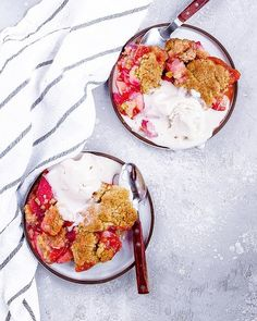 Low Carb Recipes To The Prism Weight Reduction Program Dairy-Free Strawberry Cobbler: Juicy, Tangy Strawberries Topped With A Tender, Flavorful Brown Sugar Cobbler Dough. So Easy Strawberry Cobbler, Strawberry Topping, Strawberry Slice, Perfect Meringue, Mini Meringues, Apple Crumble Recipe, Cobbler Topping, Lemon Cookies, Frozen Strawberries
