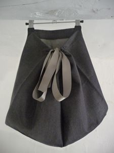 One size skirt from Une Sardine à Rio. Thanks to the clever design and ribbon fastening at the back this skirt can be worn from size 2/3 through to 6/8.