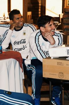 They're so happy 😘 Messi 2015, Lional Messi, Sergio Aguero, Kun Aguero, Cristiano Ronaldo Lionel Messi, Good Soccer Players, Football Boys, Best Player, Fc Barcelona