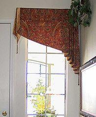 A simple but elegant angled valance Window Cornices, Window Drapes, Window Coverings, Valance Curtains, Curtains Living, Valances, Pelmets, Custom Window Treatments, Window Styles