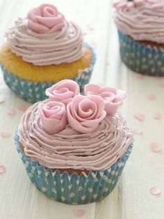 Very girly cupcakes :)