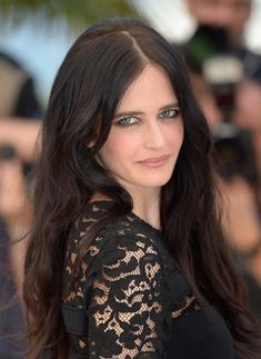 Celebrities who preferred Bronde, French actress Eva Green shared new hair color, hair care and unknowns about us. Brand new hair color trend Bronde; L'Oréal Professionnel reinvigorates her w… Bond Girls, Actress Eva Green, Non Blondes, Actrices Sexy, French Beauty, French Actress, Celebrity Beauty, Celebs, Celebrities