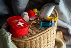 To be prepared for any kind of emergency on the farm you need a homestead first aid kit and we help you build your own kit to stay safe. Emergency Supplies, Emergency Preparedness, Urban Survival, Survival Tips, First Aid Course, Festival Camping, Happy House, Bug Out Bag, Keep On