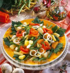 Lajos Mari konyhája - Hagymás zöldbab- burgonyasaláta Thai Red Curry, Chicken, Ethnic Recipes, Food, Bulgur, Essen, Meals, Yemek, Eten