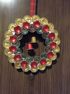 Corona Nespresso Nespresso wreath Mais by aurelia K Cup Crafts, Xmas Crafts, Diy Crafts To Sell, Christmas Art, Christmas Wreaths, Beautiful Christmas, Theme Noel, Diy For Kids, Inspirer