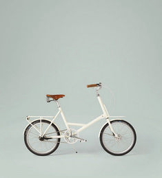 white bike-- I really want a bike? Don't know why but seems like a fun thing to do Velo Vintage, Vintage Bicycles, Retro Bicycle, Vintage Style, Tricycle, Radios, Bike Motor, Snowboard, Blue Sargent