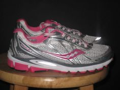Woman's Saucony running shoes Ride 5 size 8.5 white/pink/gray
