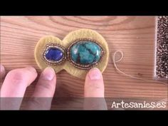 DIY Tutorial Bead Embroidery Pendant with mother of pearl disc, rocailles, Superduo/Twin beadsBeadsFriends: Bead Embroidery pendant with semi precious stone cabochonIntro to Bead Embroidery Tutorial: This bead embroidery tutorial gets you started with bea Beaded Brooch, Beaded Earrings, Earrings Handmade, Bead Embroidery Tutorial, Beaded Embroidery, Soutache Jewelry, Beaded Jewelry, Sequin Crafts, Diy Makeup Bag