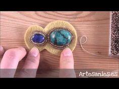 Cómo encerrar un cabuchón con peyote circular - YouTube