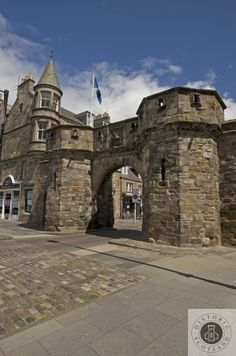 Having a weekend gander to the lovely coastal town of St Andews? Visit the West Port - one of the oldest surviving city gates in Scotland. Vacation Trips, Vacation Spots, Great Britain United Kingdom, Scotland History, Cairngorms National Park, Unusual Buildings, Scottish Castles, Family Days Out, St Andrews