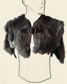 Fur capelet, good for barbarians or vikings. Larp, Viking Cosplay, Viking Garb, Female Viking Costume, Mens Viking Costume, Vikings Costume Diy, Viking Halloween Costume, Vikings Halloween, Barbarian Costume