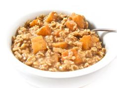 Apple Pie Oatmeal, Healthy and Super Yummy. It's my favorite way to eat oatmeal this time of year!  Each serving has 239 calories, 5.7 grams of fat, 8 grams of fiber and 6 Weight Watchers POINTS PLUS. http://www.skinnykitchen.com/recipes/apple-pie-oatmeal-healthy-and-super-yummy/