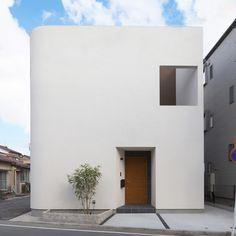 Yokohama— A House in Japan designed by Architecture . Japan Architecture, Modern Architecture Design, Facade Design, Exterior Design, Interior Architecture, House Design, Arch House, Facade House, Japanese House