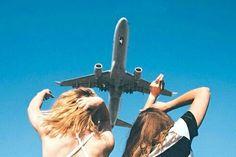 飛行機の離陸後、旅のはじまりにワクワクしていたのもつかの間、耳が詰まって痛い!という悲惨な状態になってしまった……という方もいるのでは? そんな時、耳を自分でなんとか治せたら、ホッとしますよね。 今回は飛行機内で「耳抜き」をする方法4つをご紹介していきます。