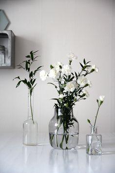 Shop from a wide range of wooden, ceramic flower vase, metal and glass flower vase . Long Metal Vase for Living Room, Home Fresh Flowers, White Flowers, Beautiful Flowers, Cut Flowers, Simple Flowers, Dried Flowers, Deco Floral, White Vases, Cheap Home Decor