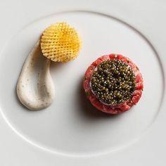 [ Caviar-Wagyu ] - Nebraska wagyu beef, langoustine and Osetra caviar tartare, black pepper-vodka creme fraiche, pomme gaufrette. ✅ By - @lebernardinny ✅  #ChefsOfInstagram 🚨 www.ChefsOF.com 🚨