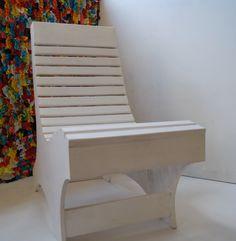 Cadeira para descanso em pinus policromado