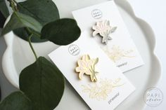 """PINSY """"Lilie"""" – moje zrealizowane marzenie - lilly - pin - pins handpainted flower przypinka Paper Quilling Cards, Place Cards, Place Card Holders, Bows, Handmade, Lilies, Arches, Hand Made, Bowties"""