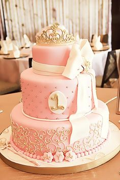 Pink and gold... i want this birthday cake...
