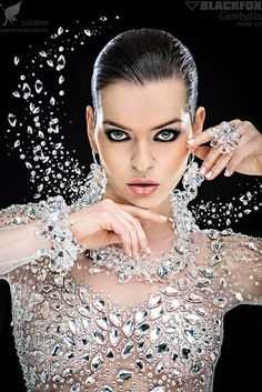 Shimmer, Sparkle and Bling Glitter Make Up, Sparkles Glitter, Bling Bling, Beauty And Fashion, High Fashion, Women's Fashion, Fashion Trends, Glitz And Glam, All That Glitters