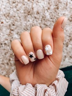 Try some of these designs and give your nails a quick makeover, gallery of unique nail art designs for any season. The best images and creative ideas for your nails. Star Nail Designs, Cute Nail Art Designs, Gel Nail Designs, Nail Designs For Summer, Nail Ideas For Summer, Pretty Nails For Summer, Orange Nail Designs, Different Nail Designs, Summer Acrylic Nails