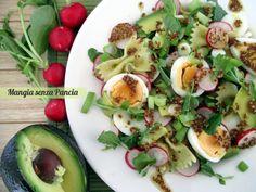 La pasta fredda con verdure, uova e avocado è un ottimo modo per riciclare la pasta avanzata e portare a tavola un piatto leggero, nutriente e saporito!
