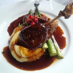 Pheasant with red currant demi glaze and stilton mashed potatoes Duck Recipes, Wine Recipes, Gourmet Recipes, Cooking Recipes, Healthy Recipes, Chefs, Food Plating Techniques, Fancy Dinner Recipes, Western Food