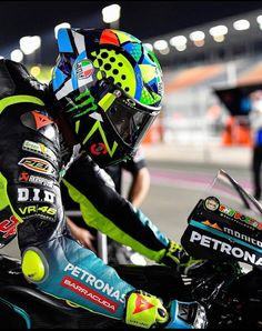 Helmet Paint, Vr46, Valentino Rossi, Motogp, Motorbikes, Motorcycle Jacket, F1, Cars, Autos