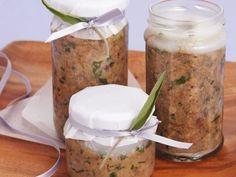 Schweine-Rillettes mit grünem Pfeffer ist ein Rezept mit frischen Zutaten aus der Kategorie Einkochen. Probieren Sie dieses und weitere Rezepte von EAT SMARTER!