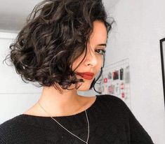 40 of the Chic Short Bob Haircuts and Hairstyles to Copy in 2019 Bob Hairstyles short curly bob hairstyles Curly Hair Styles, Curly Hair Cuts, Pixie Styles, Wavy Bob Haircuts, Curly Bob Hairstyles, School Hairstyles, Bob Haircut Curly, Halloween Hairstyles, Hairstyle Short