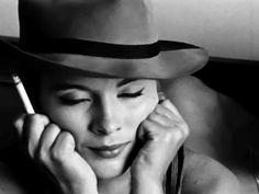 Jean Seberg dans À bout de souffle (Jean-Luc Godard, Jean Seberg, Women Smoking, Girl Smoking, The Belle Epoque, Fritz Lang, Jean Luc Godard, Glamour, Vintage Beauty, Style Icons