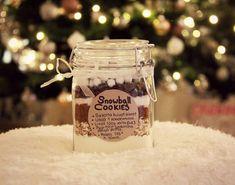 Tänä jouluna teemana on tehdä mahdollisimman paljon itse, tavalla tai toisella. Herkkupurkit on yksi suloisimmista ja nopeimmista lahjois... Candle Jars, Candles, Snowball Cookies, Diy And Crafts, Christmas, Gifts, Gift Ideas, Xmas, Presents