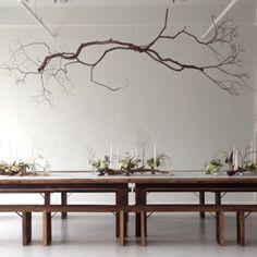 selbstgemachte Kronleuchter aus Zweigen improvisiert esstisch holz