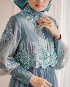 Fashion model figure dresses ideas for 2019 Modest Dresses, Modest Outfits, Simple Dresses, Church Dresses, Modest Clothing, Muslim Fashion, Modest Fashion, Hijab Fashion, Dress Brokat