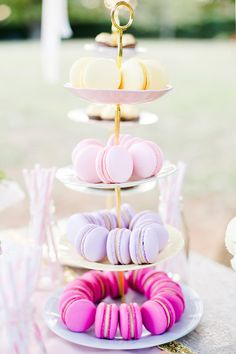 Dainty+Tiered+Plate+with+Macaroons+Table+Decor