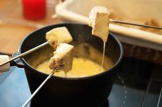 Fondue au fromage suisse au four à micro-ondes - Châtelaine
