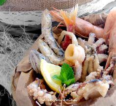"""Fritto misto di pesce, nelle zone costiere anche noto come """"frittur e paranz"""" ... uno di quei piatti che tradizionalmente va gustato caldissimo … frijenno magnanno, è il modo di dire tipico partenopeo: ecco da qui nasce il cuoppo con dentro di tutto e di più, emblema del cibo da strada.  http://www.rosacinque.com/2016/05/12/fritto-misto-di-pesce/"""