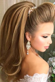 There are so many prom hairstyles for ladies that it is so easy to get confused. To make this task effortless, we have picked only the best hairstyles.