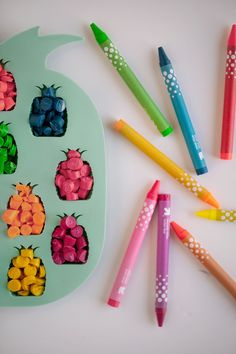 DIY PINEAPPLE CRAYONS