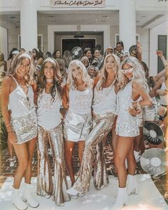 welcome to kappa disco ✨ - Outfits Sorority Bid Day, College Sorority, Kappa Alpha Theta, Sorority Sisters, Sorority Life, Sorority Rush Themes, Sorority Fashion, Sorority Recruitment Outfits, Recruitment Themes