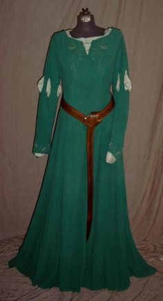 Susan Pevensie's Archery Dress - oh my goodness I just realized this looks exactly like Merida's dress! WELL SUSAN HAD IT FIRST OK