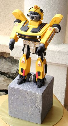 Bumblebee Transformer Cake  Omg! Have to make this one day! :D