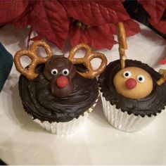 Reindeer Cupcakes - Pretzel Recipes curated by SavingStar. Save money on your groceries with eCoupons at savingstar.com
